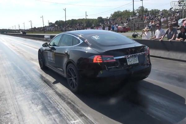 视频:特斯拉Model S P100D(400米)直线加速创新纪录:10秒41。