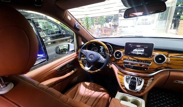 实力打脸埃尔法,这才是奔驰的格调,百万级的超豪华4座保姆车!