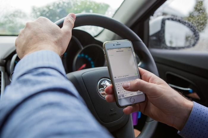 在英格兰和威尔士司机可能被禁止使用免提移动设备