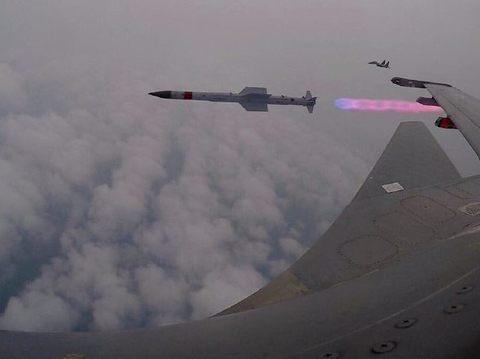 """成功击中靶机!印度""""国产""""导弹或将服役,性能超过霹雳12?"""