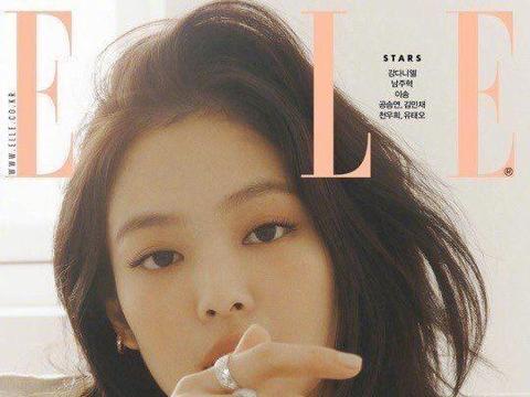 """韩国女星金智妮的私服秀,""""露胃""""针织衫秀性感,演绎慵懒猫咪风"""