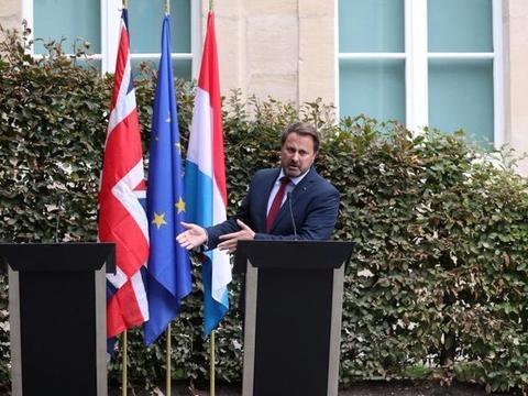约翰逊缺席联合记者会,卢森堡首相一人批评空讲台