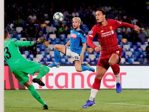 利物浦作客那不勒斯,点球开记录,最终以0-2不敌对手