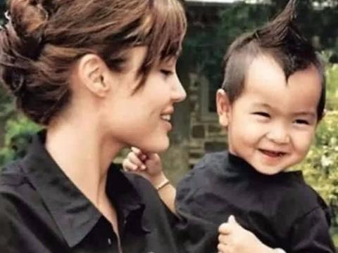 朱莉领养的孩子如今17岁,已长成柬埔寨帅哥,不一样的酷