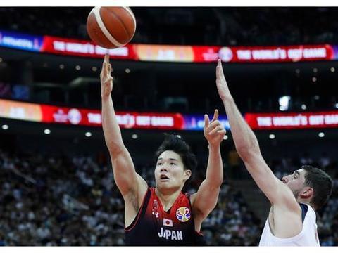 日本国手加盟独行侠,一年出3名NBA球员,周琦真要小心了!