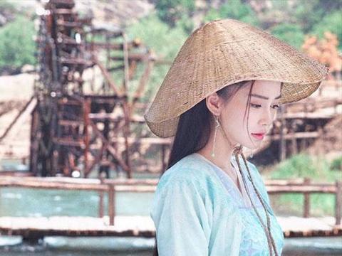 《遇见天坛》中,继杨幂之后,杨颖首次出演清宫剧,造型很惊艳