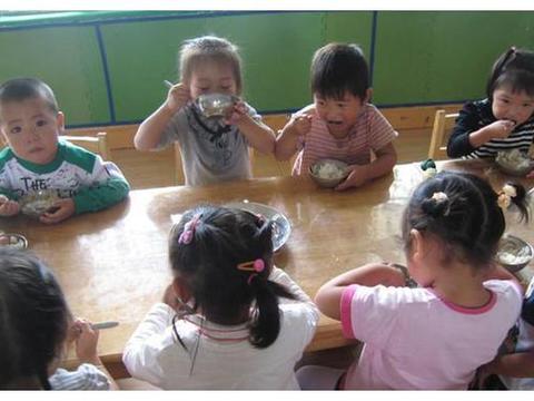 孩子在家不爱吃饭,到幼儿园却胃口大开,园里饭菜有什么魔力?
