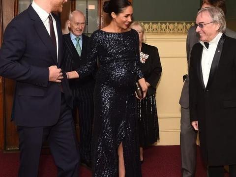 王妃穿衣比拼再升级!梅根近3万亮片裙如美人鱼,戴妃手镯加分了