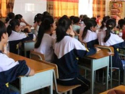 五莲二中杨老师回归教学岗位,人民日报:善待基层教师