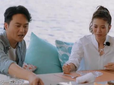 张智霖加入催生团,他说话郭碧婷不敢反驳,向佐坐一边笑得太开心