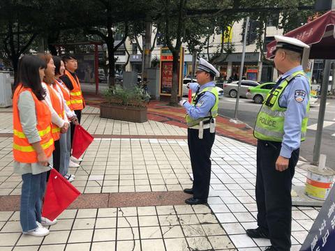汉中交警一大队走进驾校开展交通安全宣教活动