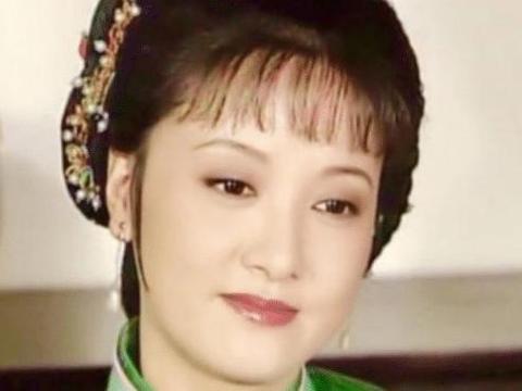 61岁杨丽萍遇上62岁邓婕,自然老去和保养过度的差距