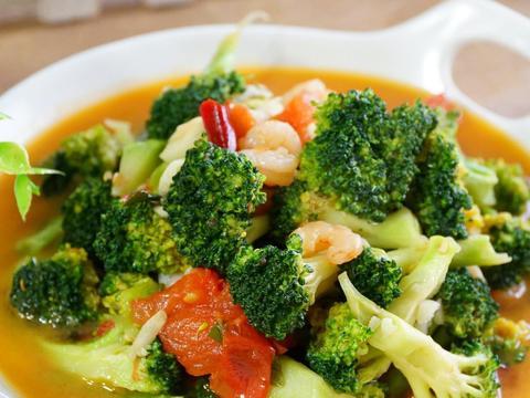 秋天干燥,西兰花的最佳吃法,滋味鲜美,叶酸丰富,吃出水灵皮肤