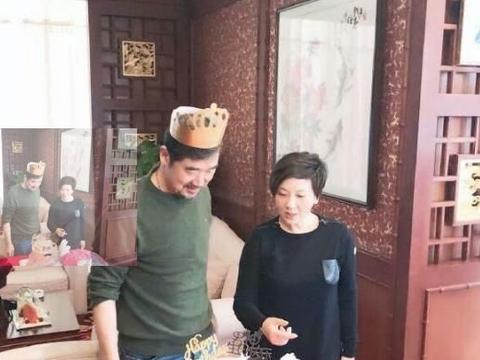 张国立老师64岁生日,邓婕的脸似乎在告诉我们,嫁对人有多重要