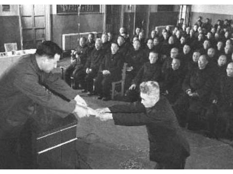 功德林战犯所的中将,好不容易成首批特赦人员,出狱后为何自杀?