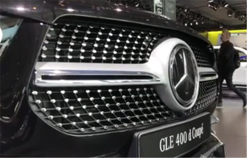 """全新奔驰GLE Coupe来袭,压尾车身,配""""满天星""""中网、轻混系统"""
