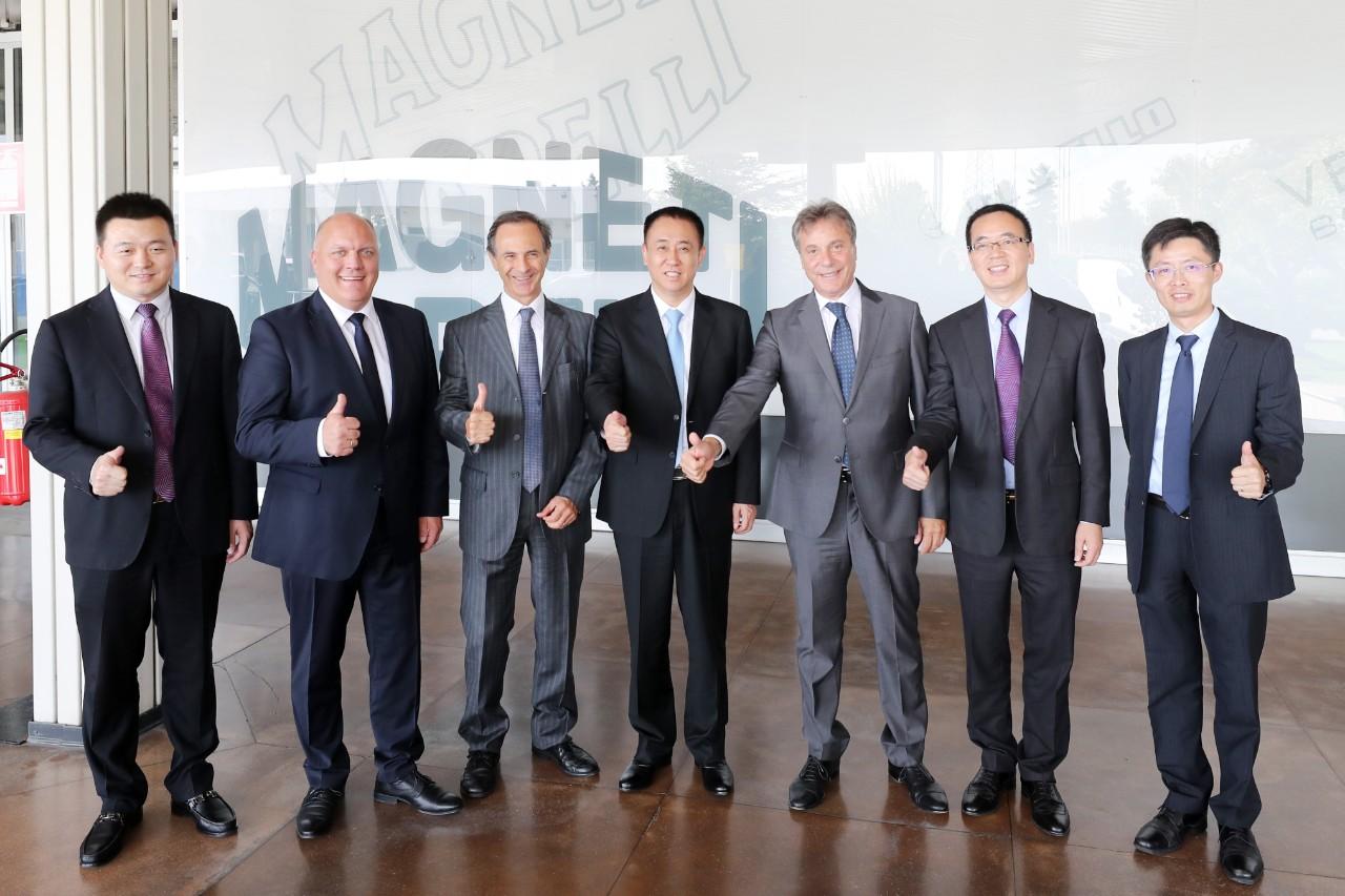 密集考察欧洲,许家印与世界汽车巨匠握手,释放了一个重大信号
