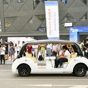 上海颁发智能网联汽车示范应用牌照,自动驾驶将进入百姓生活?