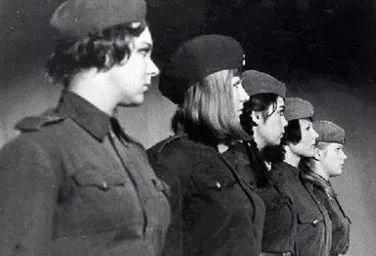 二战苏联80万女兵穿着裙子应征入伍:被俘后伤亡率却高达百分百