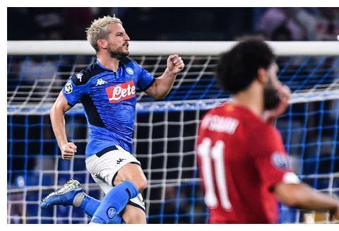 欧冠-利物浦客场0-2那不勒斯遭开门黑 默滕斯点射略伦特建功