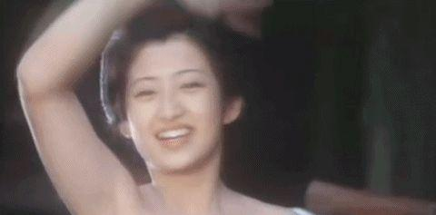 岩崎宏美也是喜欢山口百惠的,同台演出时会模仿她的手势或清唱!