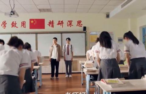 王俊凯新剧《我是班主任》饰演学生宝延,帅气又呆萌