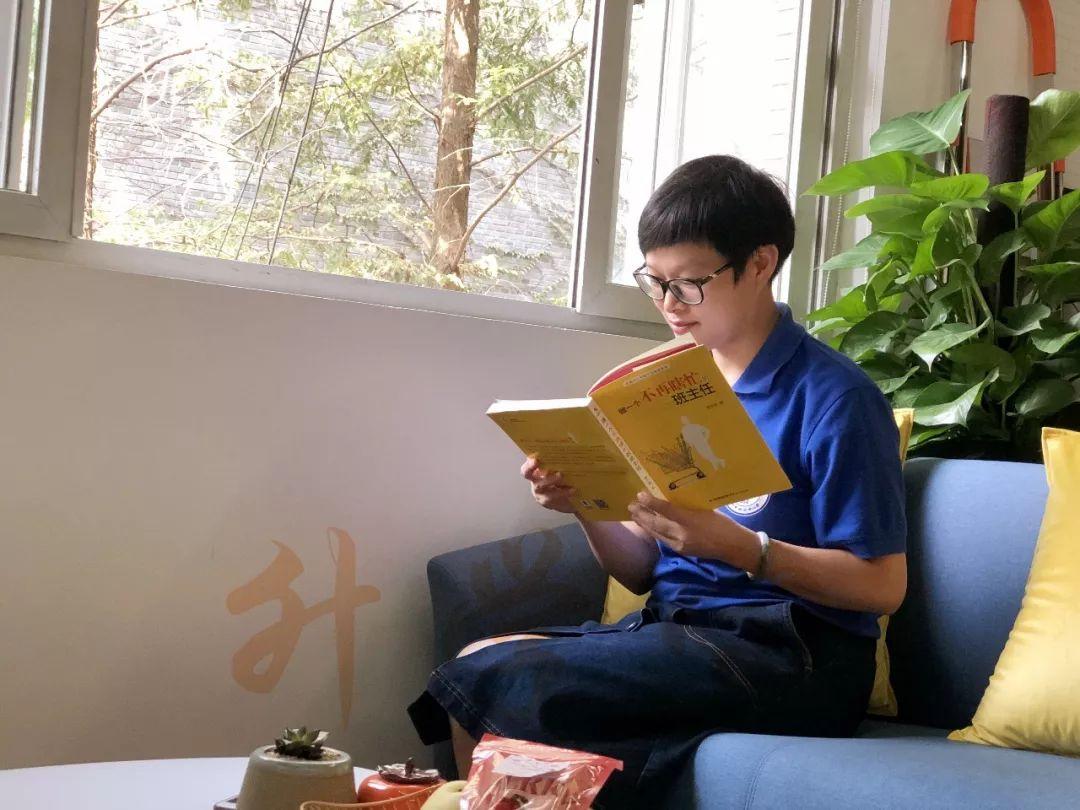"""杭州一小学取消教师办公室,两个年级教师共用""""教师之家"""""""