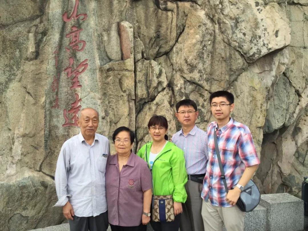 """中秋、国庆""""双节"""" 山东这11个医生家庭的照片刷屏了!"""