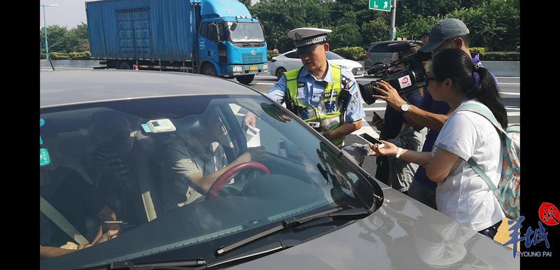 后排乘客不系安全带中招!广州交警:两个月高速路就有8人不系安全带死亡