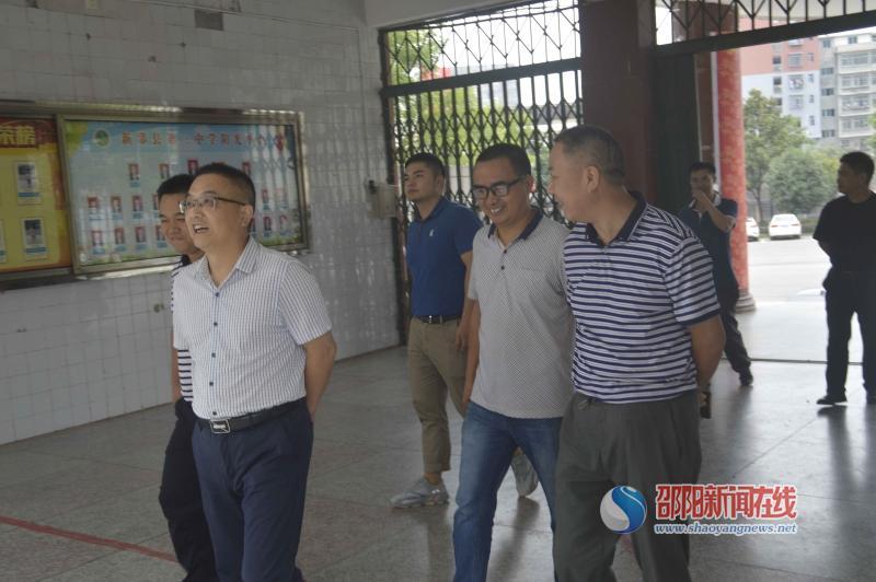 新邵县第三中学迎接市教育局两督检查
