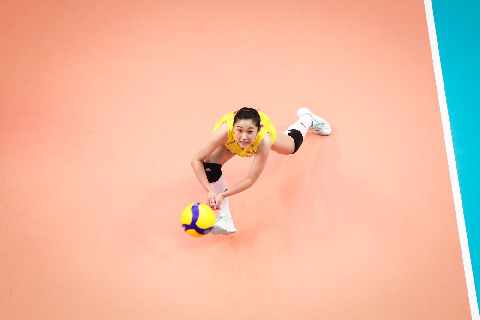 中国女排又轰3-0!朱婷26扣18中,再次荣膺得分王,李盈莹11分