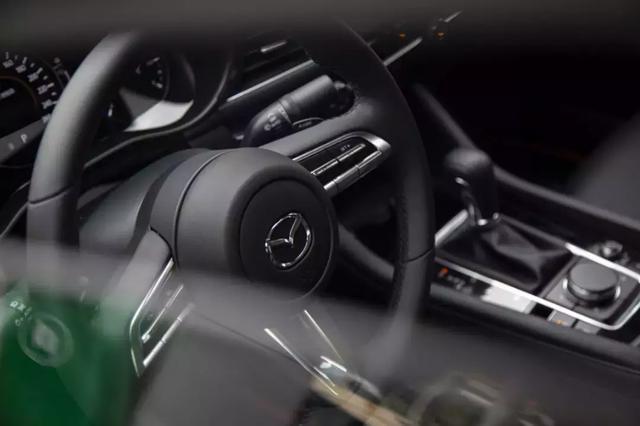 对比评测次世代马自达3、本田思域,哪款更值得买?|康康侃车