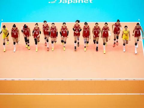 中国女排又轰3-0,朱婷26扣18中,再次荣膺得分王,李盈莹11分!