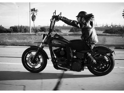 哈雷摩托车的车把那么高,是为了让骑士腋下凉快除臭?