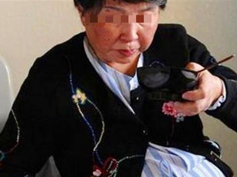 51岁姥姥想拼二胎,女儿无意间的一句话,让她听了很不是滋味