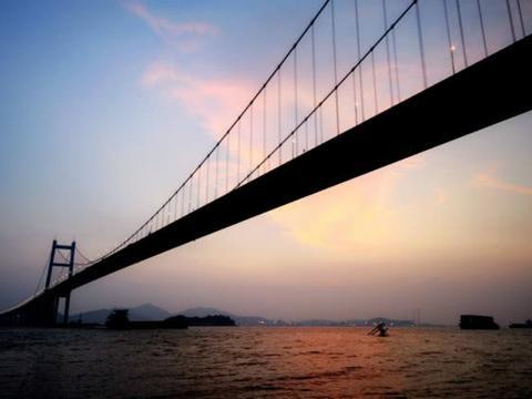 """中国""""最拥堵""""的大桥,耗费三十亿才修建成功,如今成了堵车圣地"""
