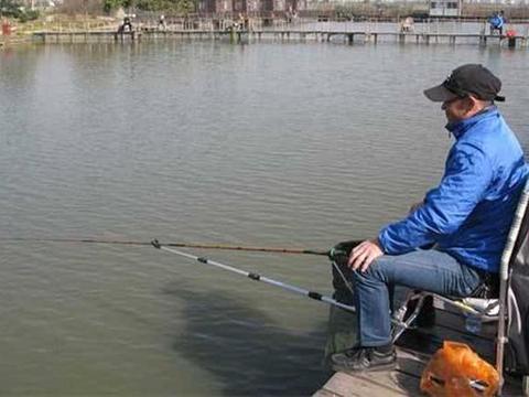 去鲫鱼塘钓鱼效果差?可能你饵料没配好,不妨加一物,助你上岸!