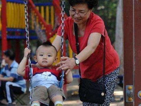 入秋后,宝宝爱生病,家长的4个举动会破坏孩子免疫力,还不自知