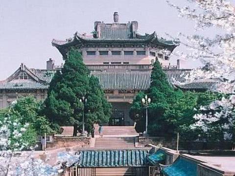 中国最美的4所大学,随便选一个都是旅游景点,天天逛5A景区!