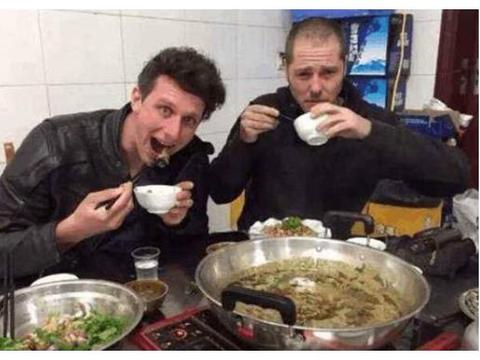 不吃内脏的法国美女,来到中国遇见了牛杂后:真是被骗了!