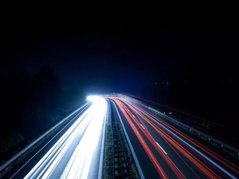 """为什么光速极限不需要加""""人类已知""""的定语?"""