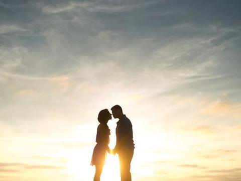 19号后,运势转变,感情回暖,爱情花开,重新开始爱情旅程!恭喜