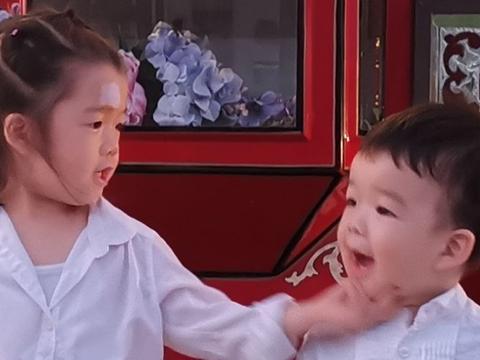 吴雅婷晒儿女日常,王大姐实力宠弟弟