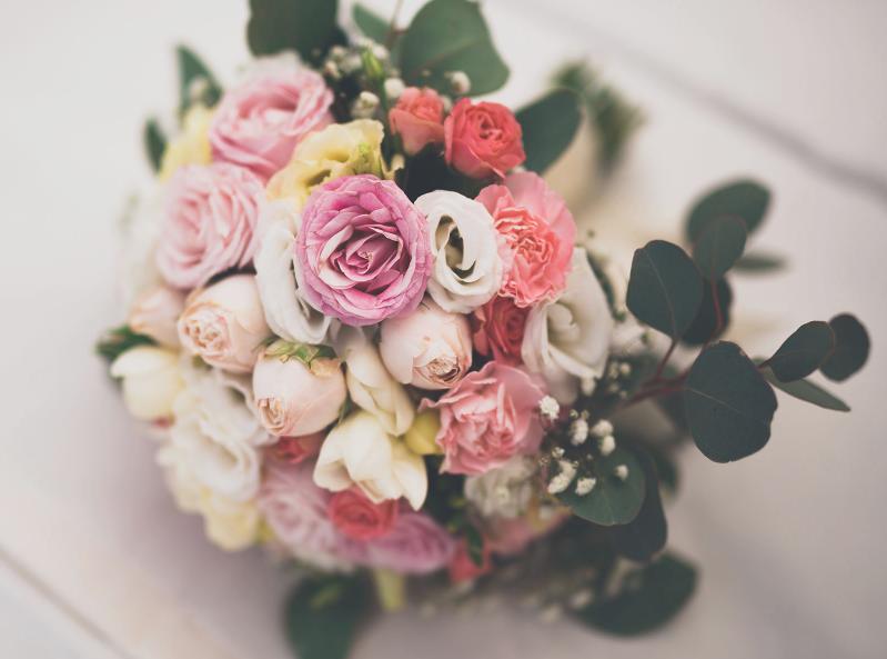 心理学:三个捧花,你喜欢哪一个,测你命中的贵人是谁