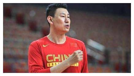"""李楠被曝请辞男篮主帅,主教练""""下课"""",能提高男篮战斗力?"""