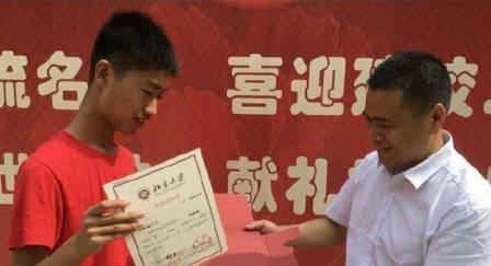他高考649分考上北京大学,高中一星期用20元,网友:人穷志不穷