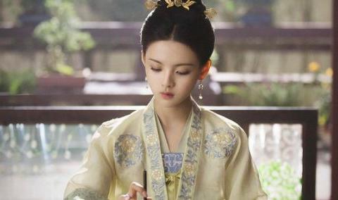 同样是选秀出道转型演员,为何赵丽颖持续走红,杨超越一直被嘲?