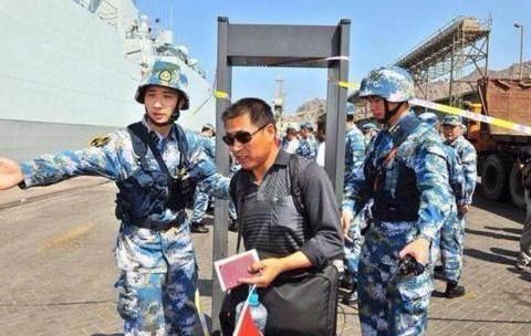 """只要是""""中国撤侨"""":没有一个武装分子胆敢放肆!重点都在标语上"""