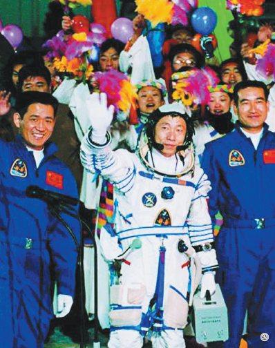 【共和国的故事·飞天记】载人航天:千年飞天梦想终成真
