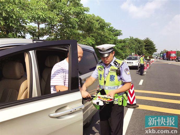 广州交警严查未系安全带交通违法 乘客未系安全带占绝大多数